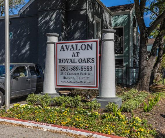Houston Oaks: Avalon At Royal Oaks